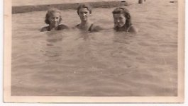 Ava Kadishson Schieber, her sister Suzanne, and her mother