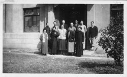 A group of men and women stand in fronto of Ginling College