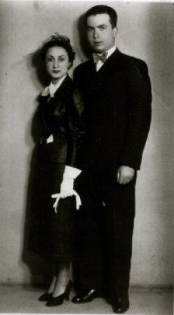 A portrait of Selahattin Ülkümen standing with his wife Mihrinisa.