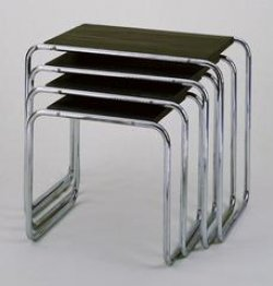 Four tables are stacked on top of each other, with the biggest on top and each table progressively shrinking until the smallest on the bottom. The legs are made of tubular steel.